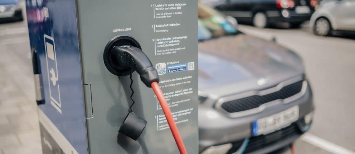 Welches verbraucht weniger Energie? Erdgas-Auto oder Elektro-Pkw? Quelle: Öko-Institut