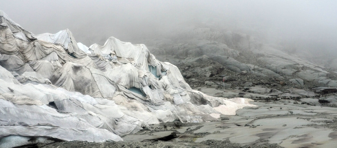 #klimaretten: Scmelzende Einberge werden schon mit Decken geschützt. Quelle: Öko-Institut