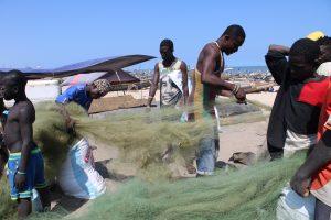fischer-sammeln-geisternetze, Quelle: Öko-Institut