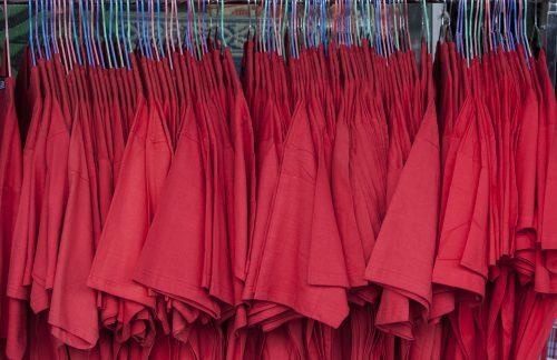 Kleiderkauf: Wie Modeindustrie und Klimakrise verwoben sind/ How the fashion industry and climate crisis are intertwined [eng/deu]